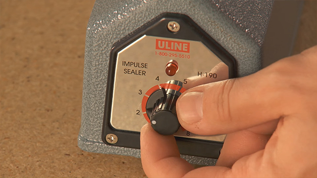 Bước 2: Điều chỉnh nhiệt độ máy hàn túi nilon